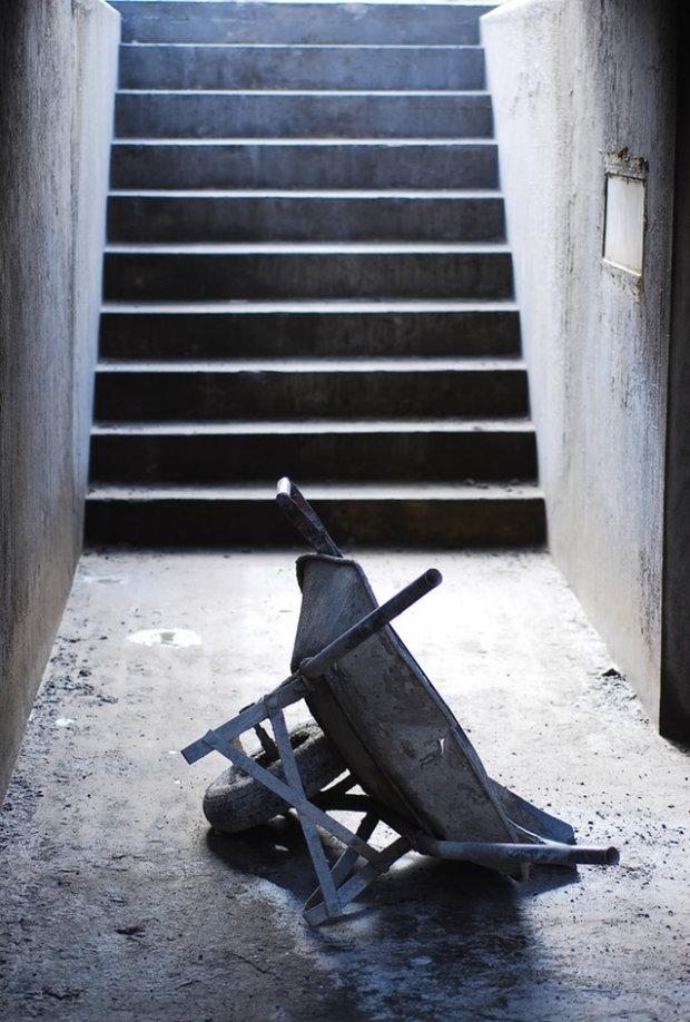 Ob im Keller, in der Werkstatt, der Messehalle oder im Wohnzimmer - nutzen Sie für die Betonpflege Produkte von BECOSAN.