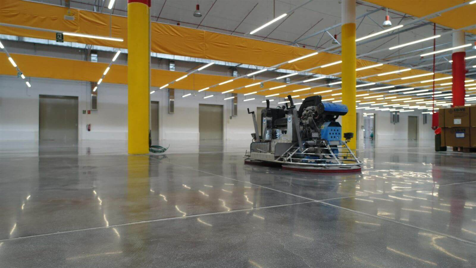 shiny concrete floor with power trowell