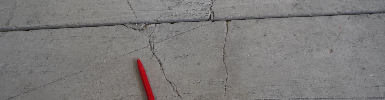 Grieta suelo hormigón
