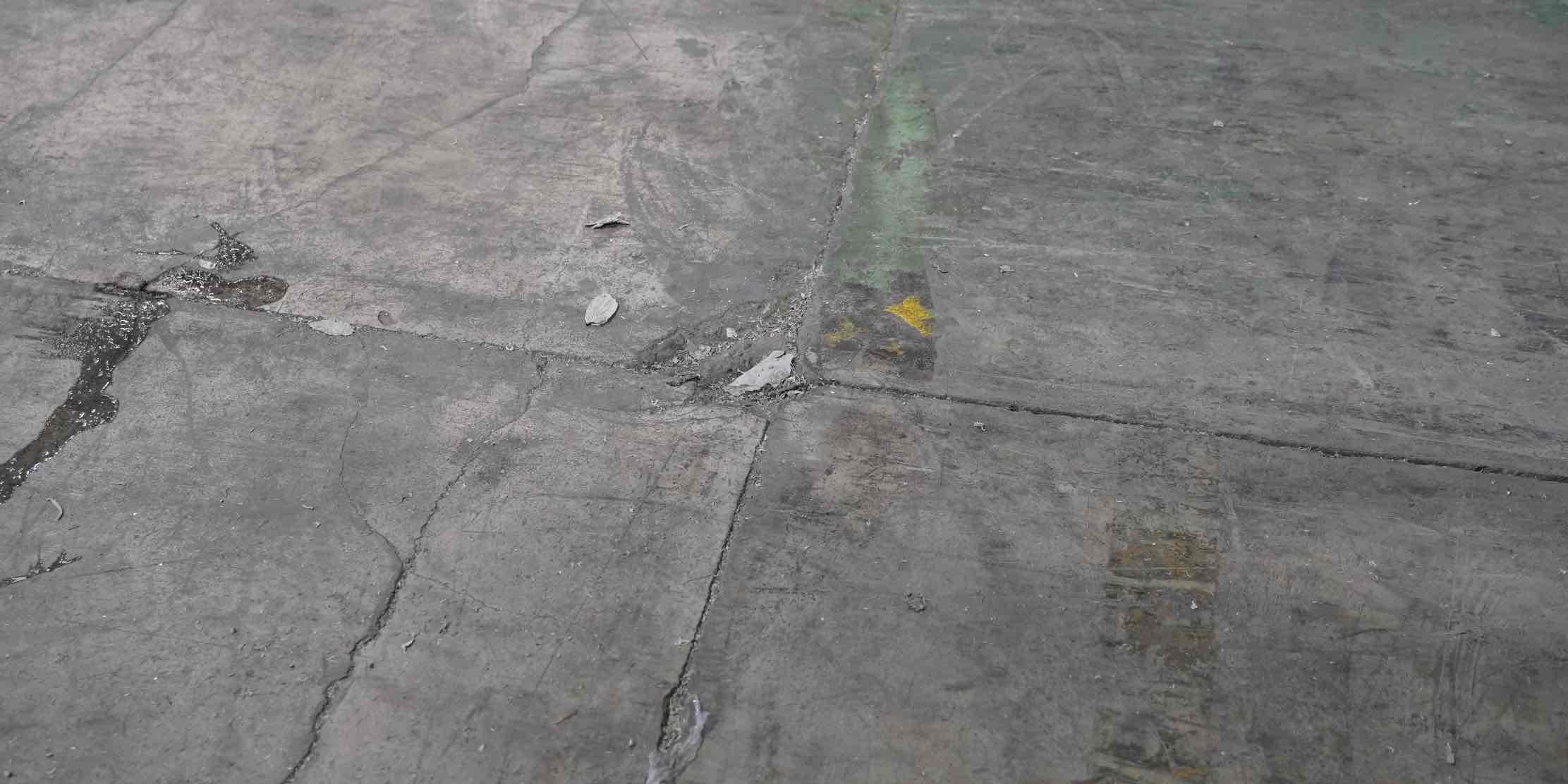 Concrete corner cracks