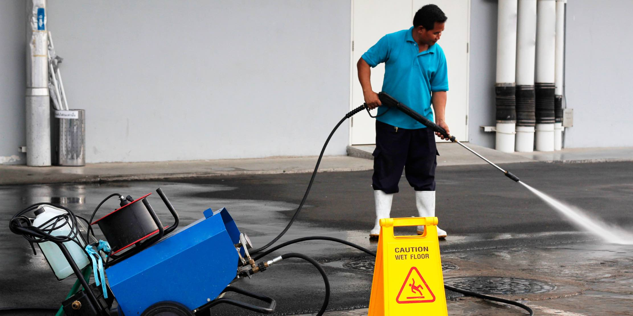 High pressure spray cleaning