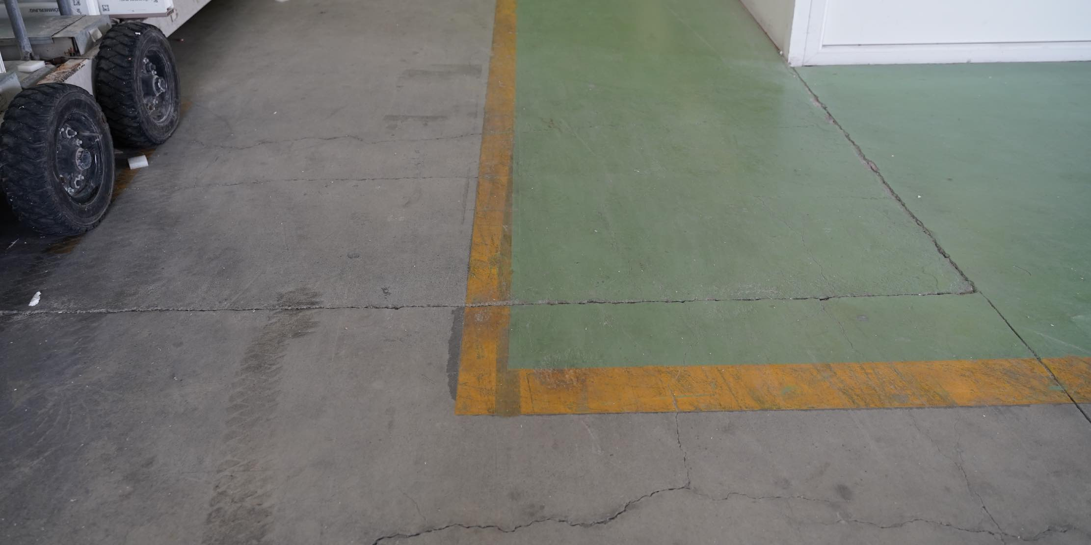Marking of industrial floors
