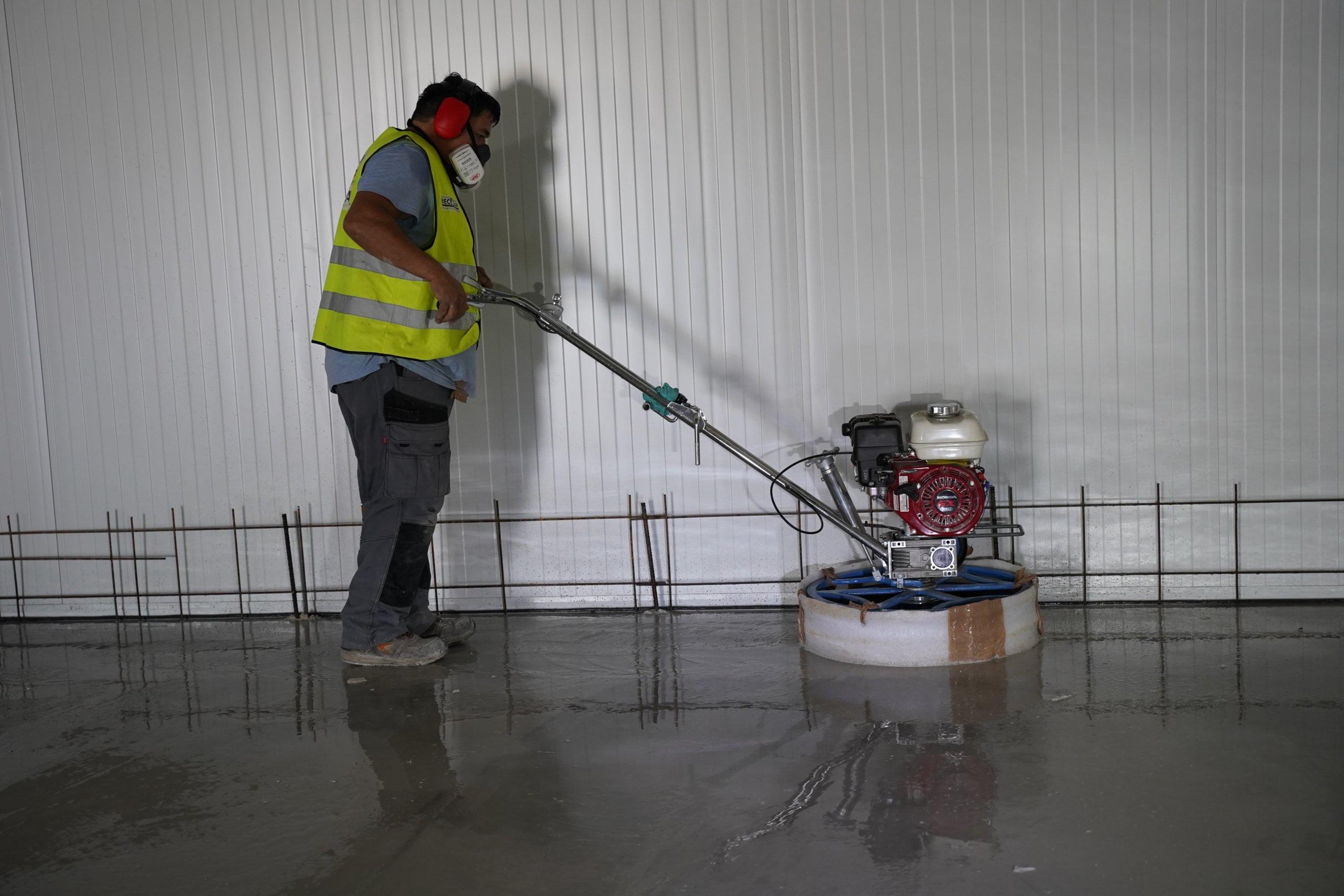 Power Trowel BT120 grinding concrete