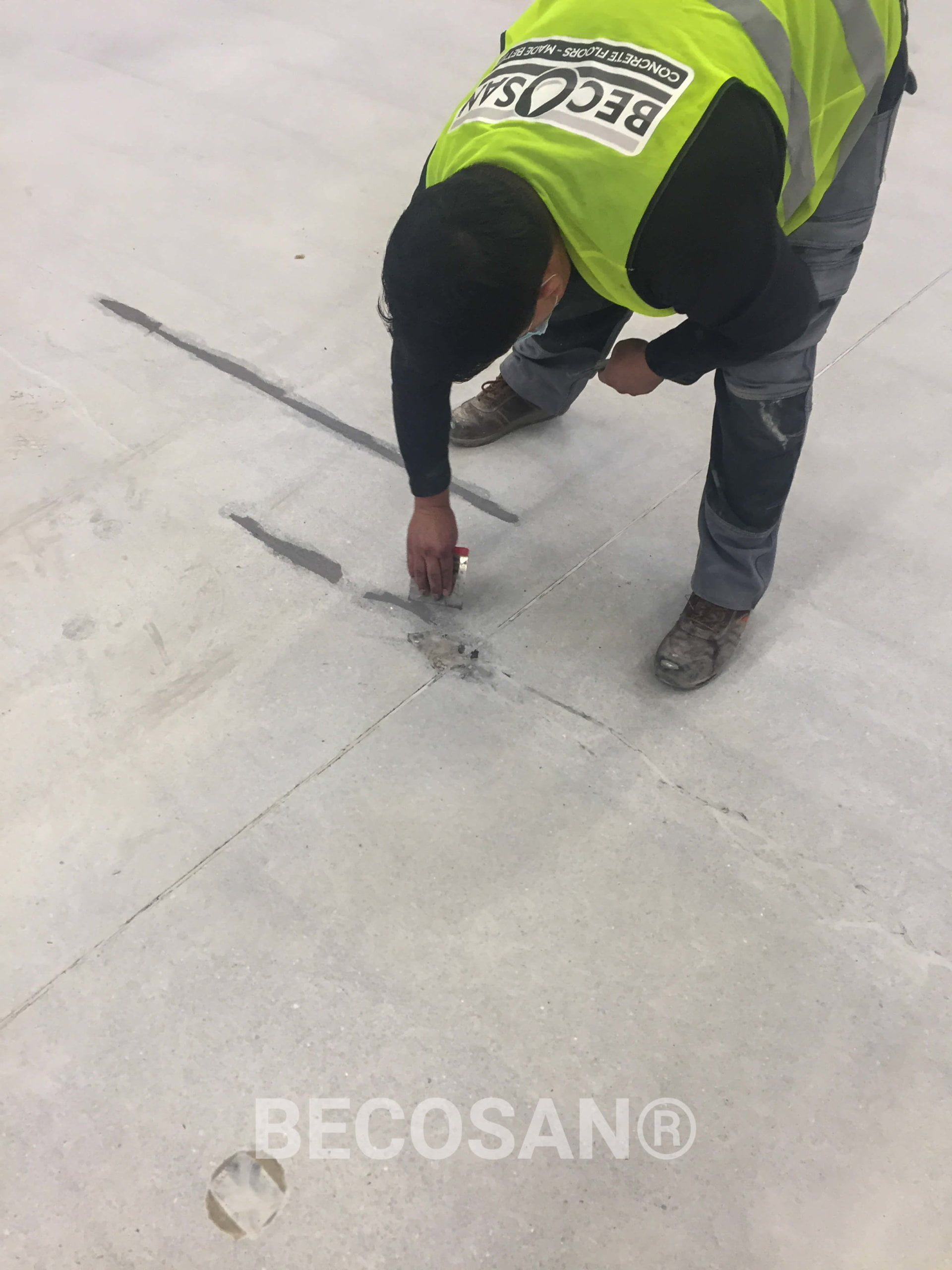filling concrete crack becosan