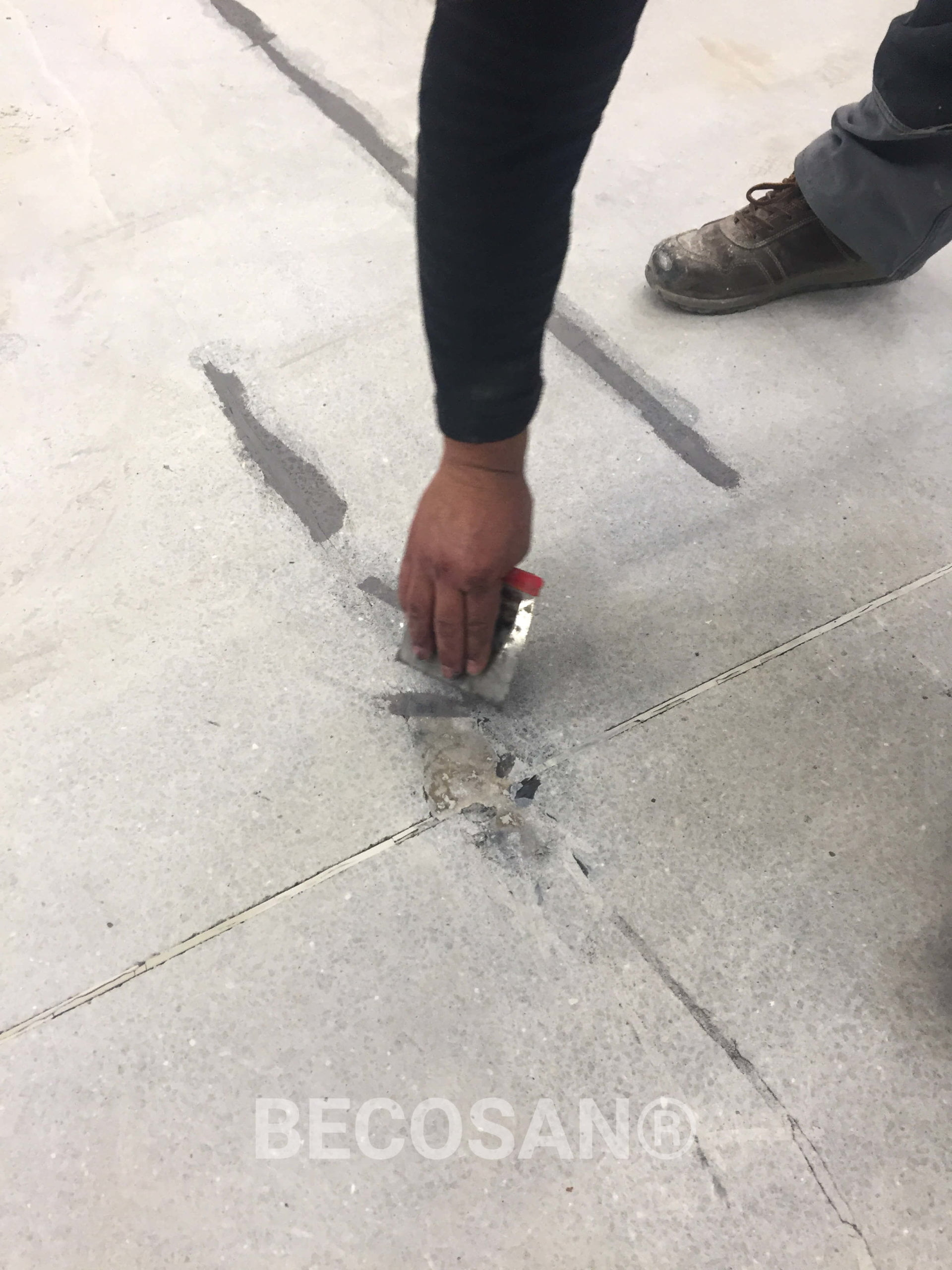 filling concrete crack