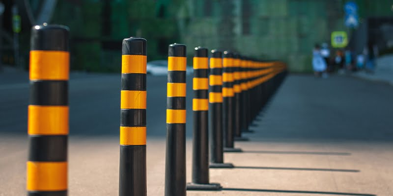 Bollards anchored with screw
