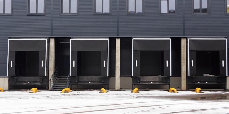 Porte sezionali nelle banchine di carico