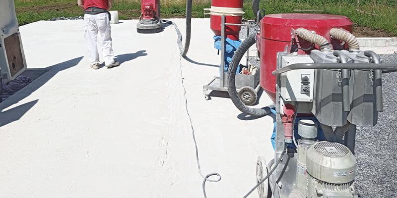 Dry concrete polishing machines