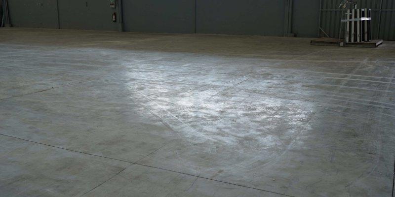 polvo en suelo de hormigon
